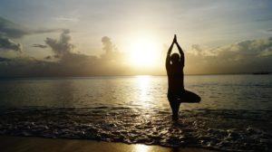 yoga pose sonnenuntergang